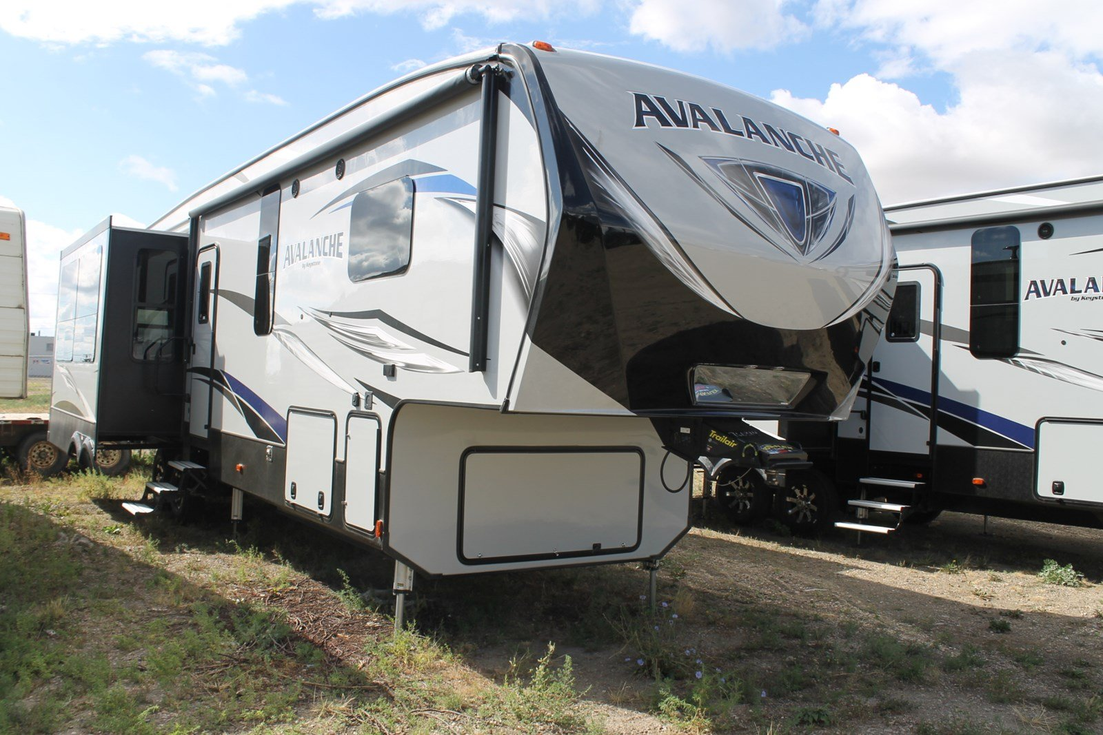New AVALANCHE 365MB FIFTH WHEEL